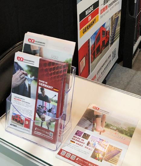 Flyer und Broschüren der Ossenberg GmbH auf dem Messestand in Taiwan
